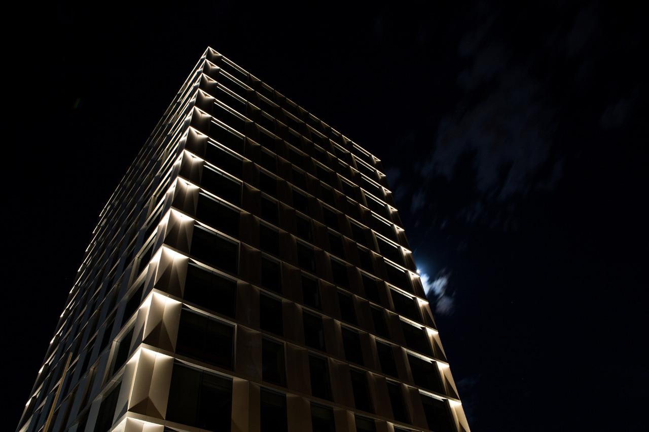 Proyecto de Iluminación: Edificio Alto Oriente / Muro Loy, © Diego Ramírez