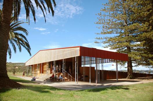 Rotoroa Exhibition Centre, Rotoroa Island, Auckland, by Pearson & Associates / © Kathrin Simon