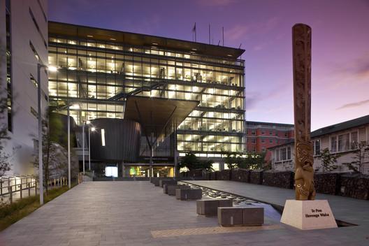 Te Hononga-Christchurch Civic Centre by Athfield Architects / © Jamie Cobeldick