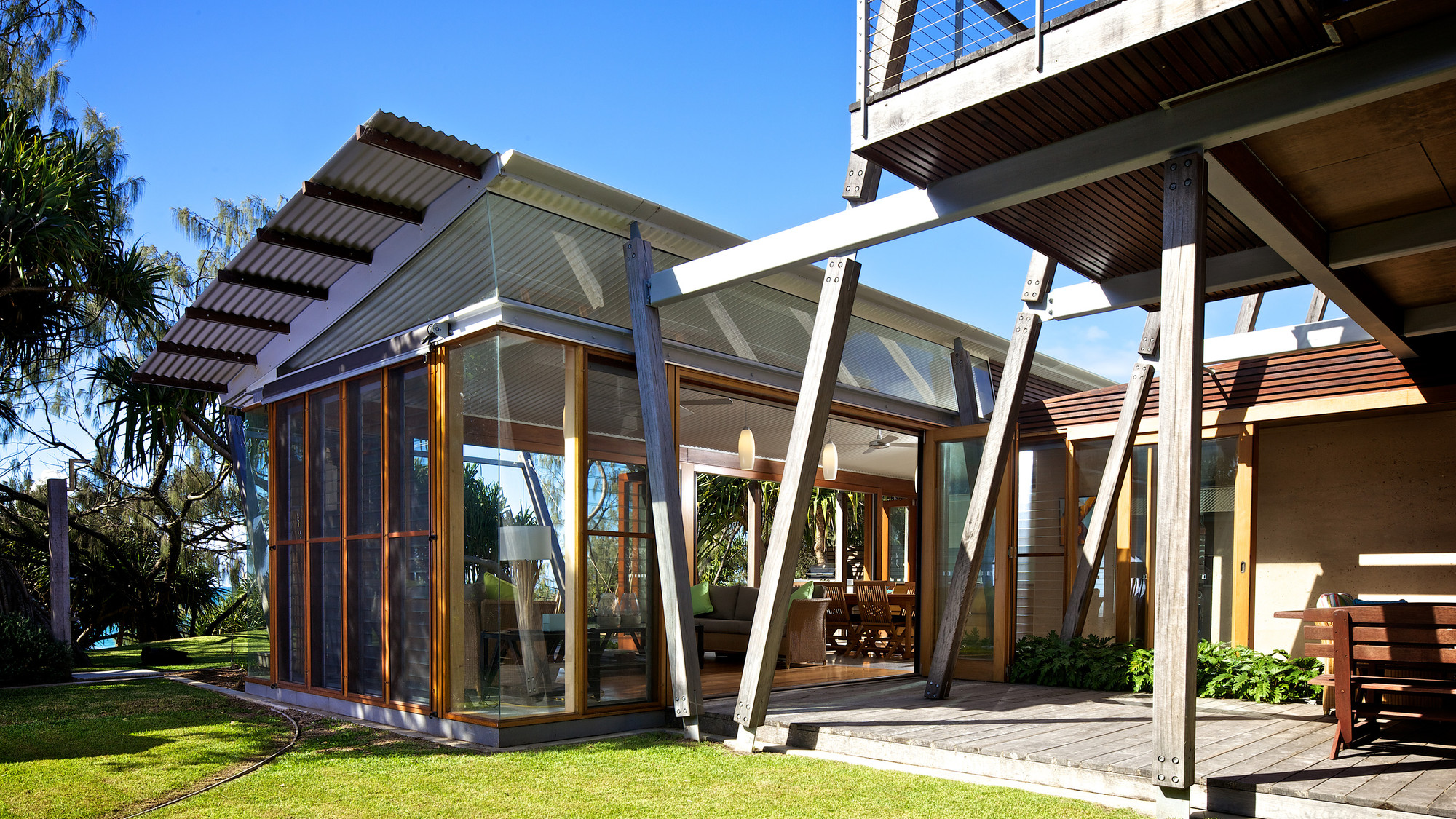 Gallery of currimundi beach house loucas zahos for Holiday home designs australia