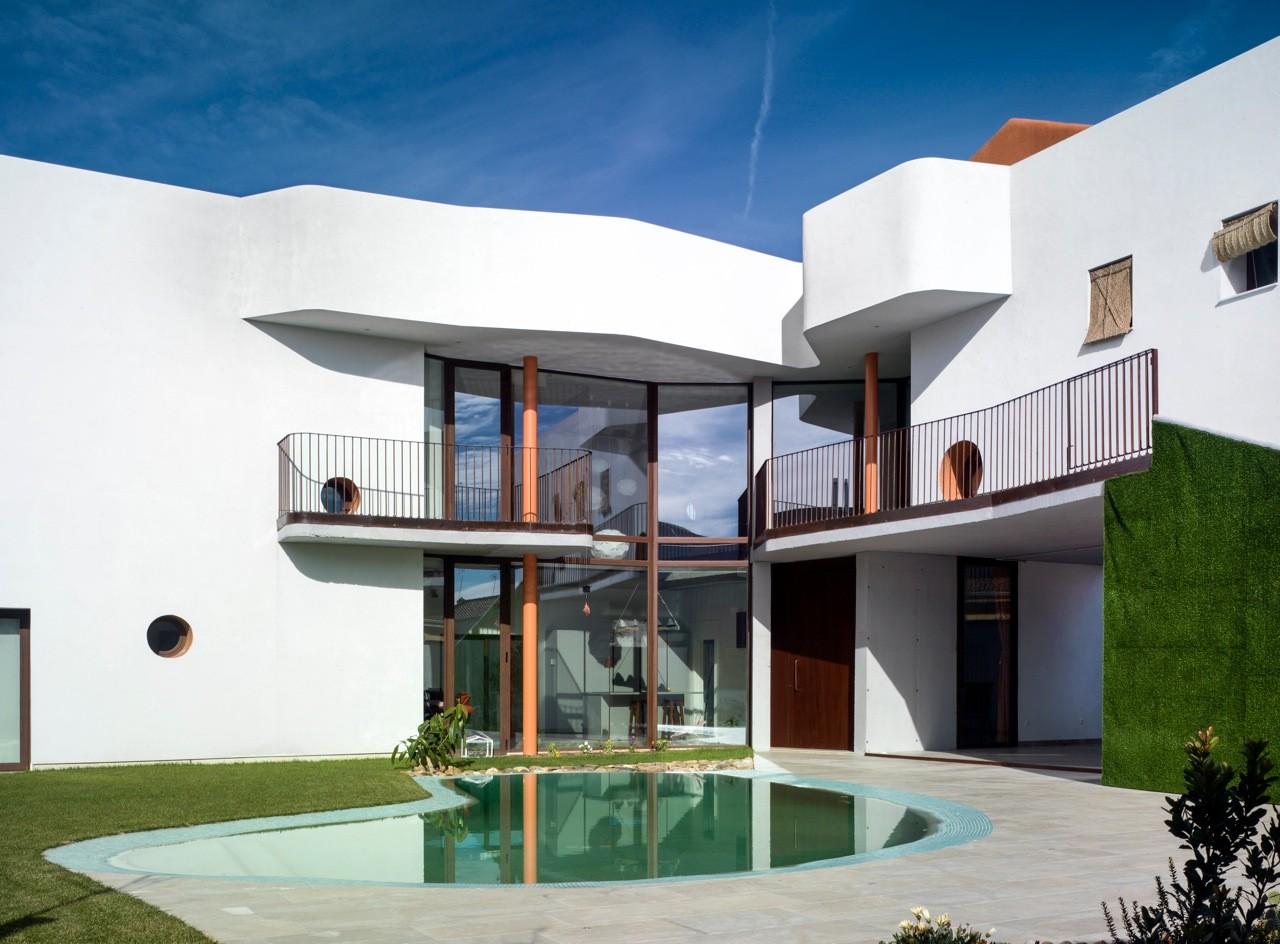 Galeria de resid ncia casa de p ssaros semis tano for Casa de arquitectos