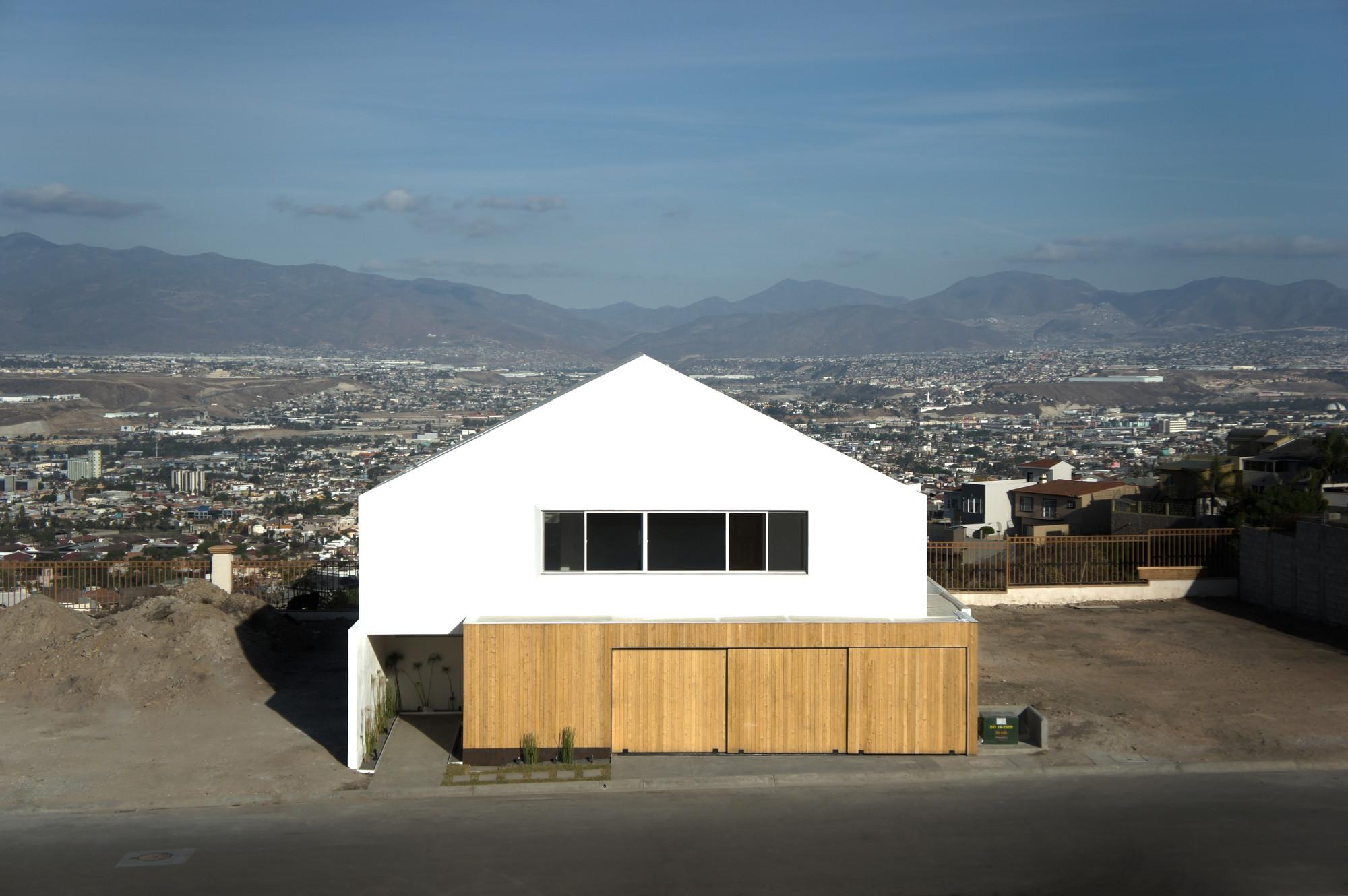 HDJ86 / T38 studio + Pablo Casals-Aguirre, © Alfresco