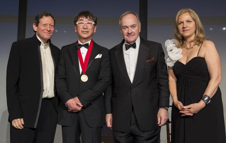 Cerimônia de entrega do Prêmio Pritzker 2013:  Toyo Ito, Thomas Pritzker, Toyo Ito, Lord Palumbo, Martha Thorn