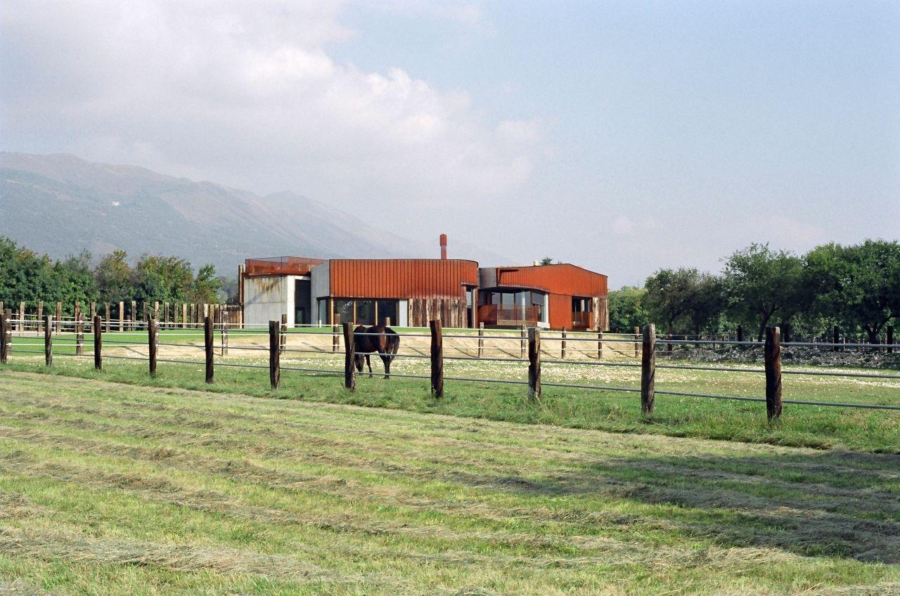 yuppie ranch house barn elasticospa 3 archdaily