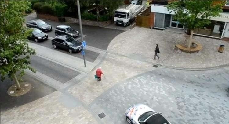 Uma cidade sem calçadas ou semáforos