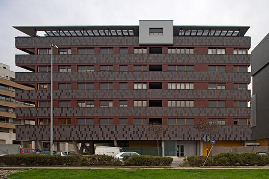 Housing in Baracaldo / Linazasoro Arquitectura