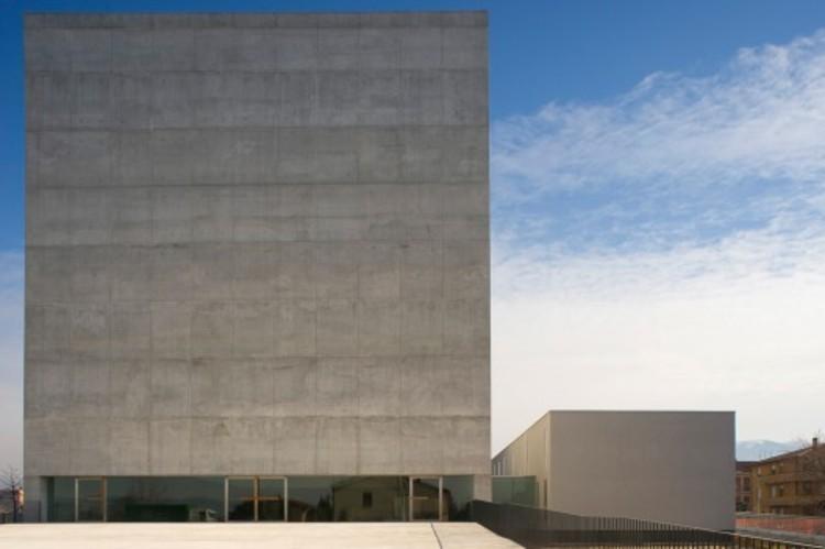 Lo tradicional versus lo moderno al diseñar iglesias, Iglesia en Foligno, Italia / Massimiliano y Doriana Fuksas
