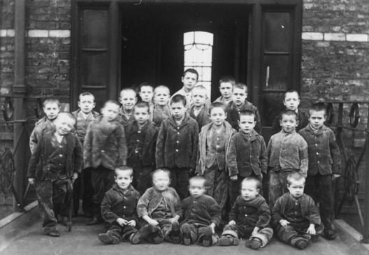 Children at crumpsall workhouse circa 1895, via wikipedia