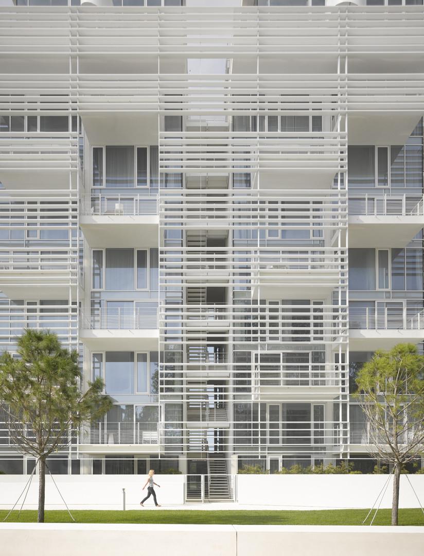 Gallery of jesolo lido condominium richard meier for Designhotel jesolo
