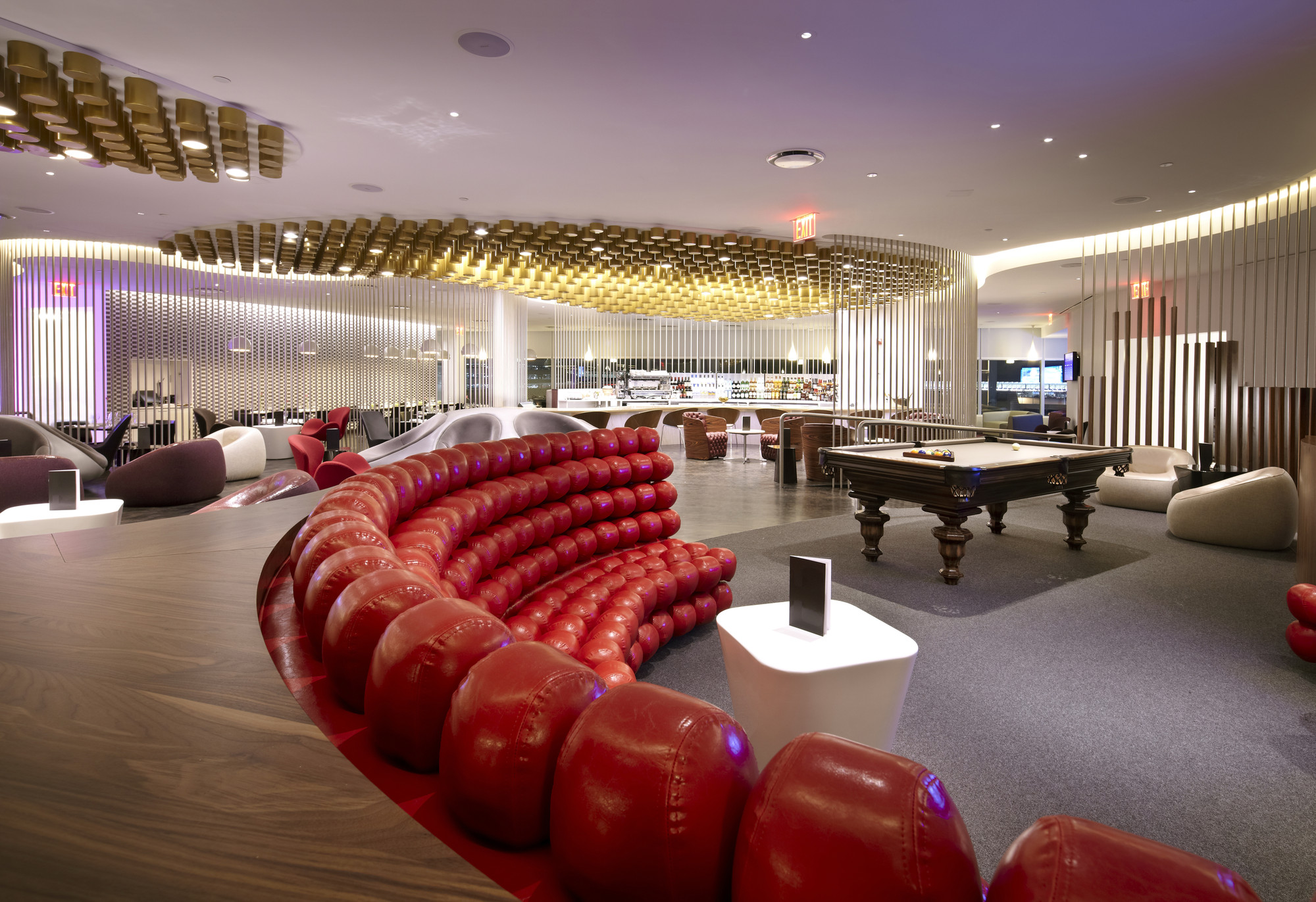 Virgin Atlantic Clubhouse / Slade Architecture