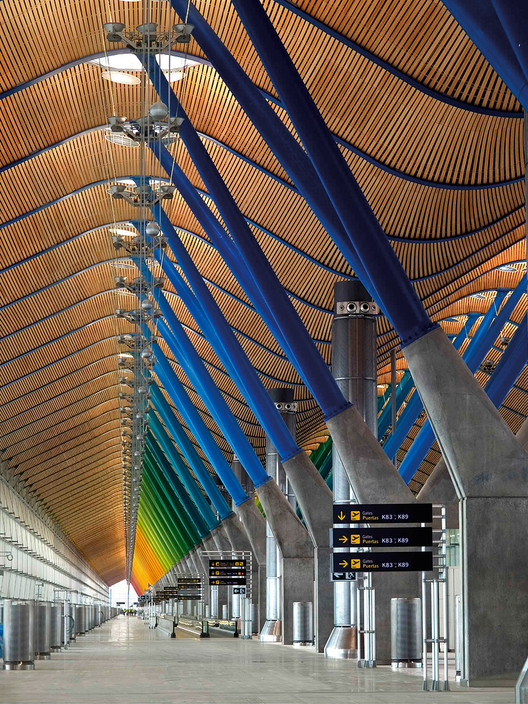 'Richard Rogers RA: Inside Out' Exhibition, Richard Rogers Partnership Terminal 4, Barajas Airport, Madrid 1997-2005 Coloured structural 'trees' in the airport terminal © Manuel Renau Image courtesy of AENA and Manuel Renau