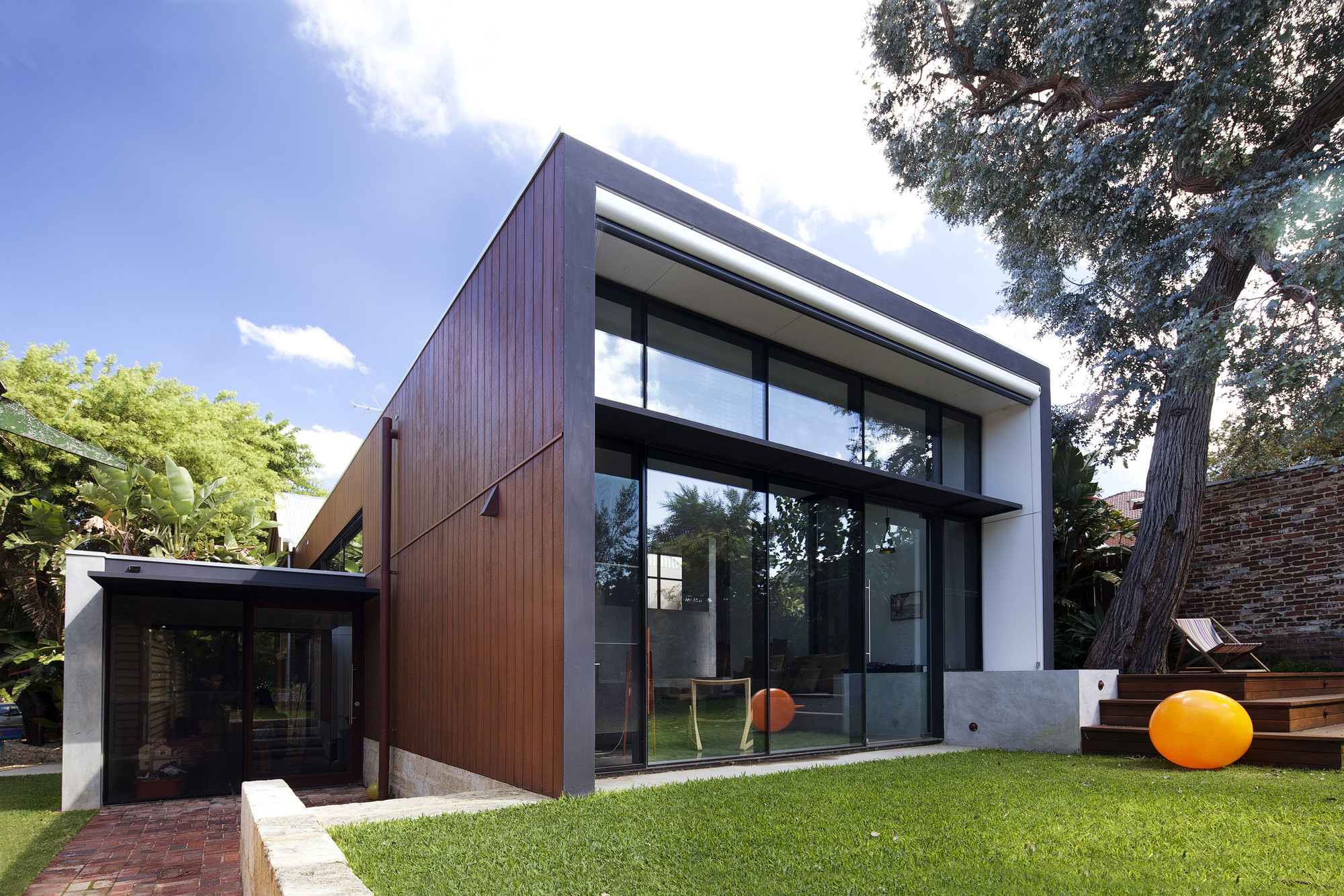 Maylands Additions / Jonathan Lake Architects, © Robert Frith