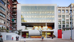 Collage Building / Rahola Vidal