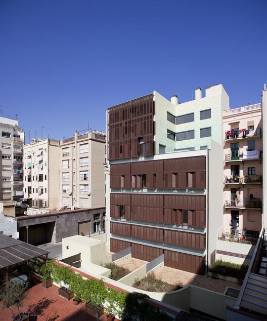 Edificio de 30 Viviendas / Rahola Vidal, © Juny Brullet