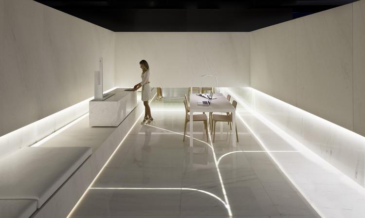 Blanc. Showroom l'antic colonial / Fran Silvestre Arquitectos, © Fernando Alda
