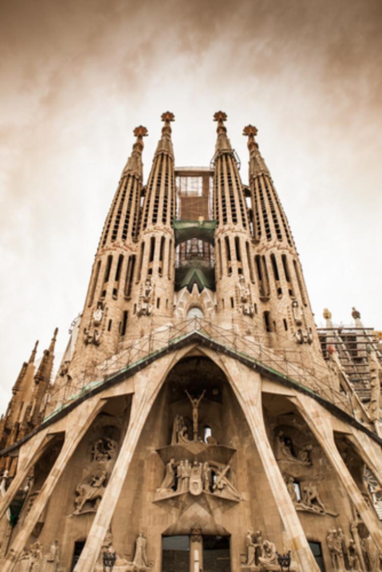 Em foco: Antoni Gaudí, © alexsalcedo / Shutterstock.com
