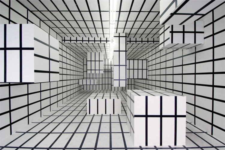 Arte y Arquitectura: Installations / Esther Stocker, Cortesía de http://www.estherstocker.net/