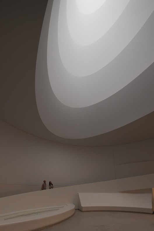 James Turrell transforma o Guggenheim , Aten Reign, 2013 / James Turrell; Photo: David Heald © Solomon R. Guggenheim Foundation, New York