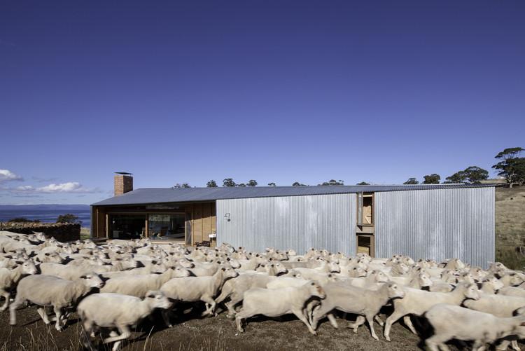 Casa dos Tosquiadores / John Wardle Architects, © Trevor Mein