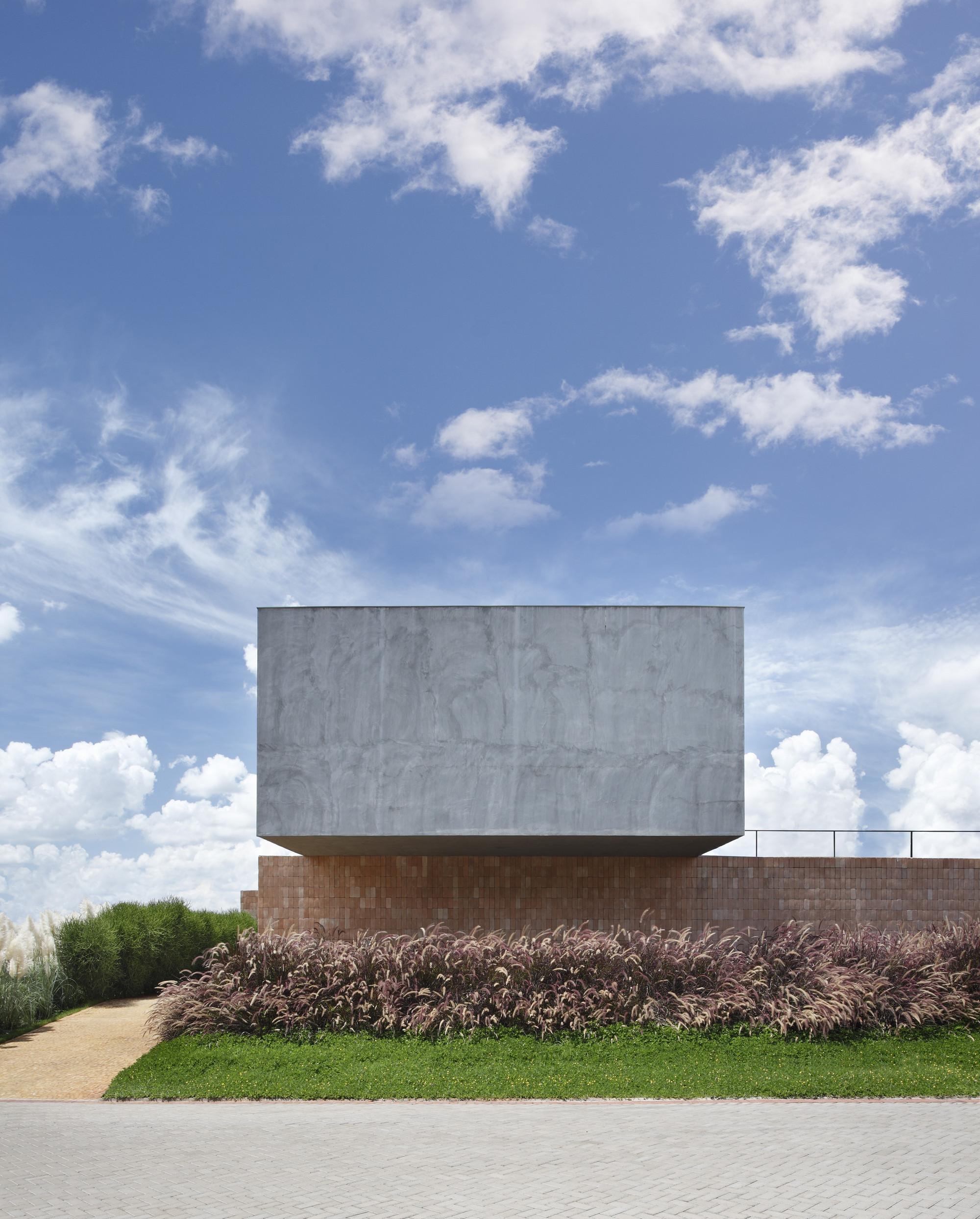 Galeria de casa bt studio guilherme torres 11 for Minimalist house escape 4