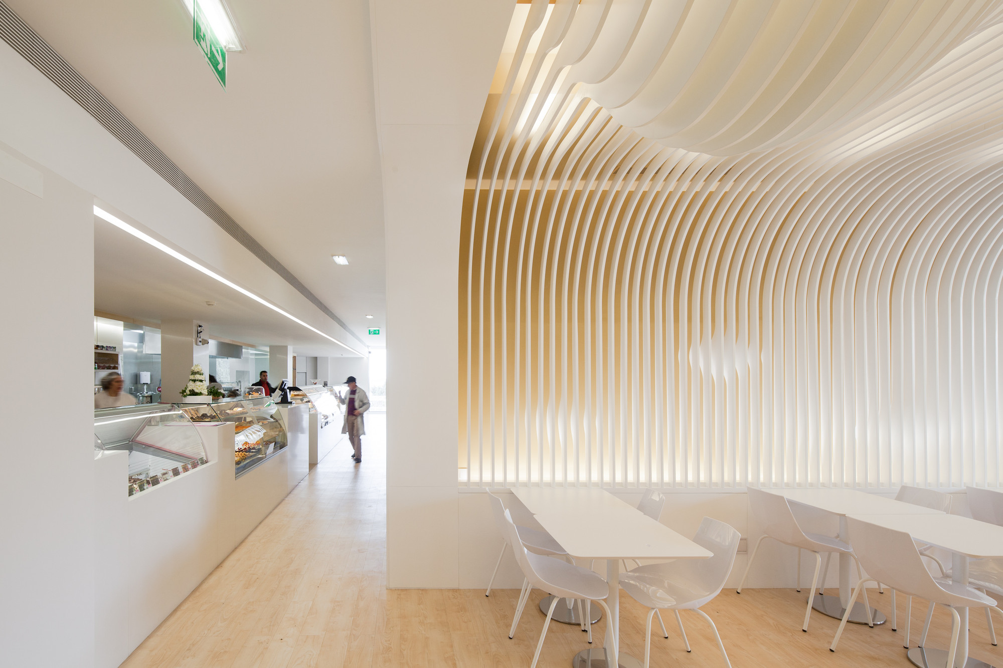 Bakery paulo merlini arquitectura archdaily for Architecture courbe
