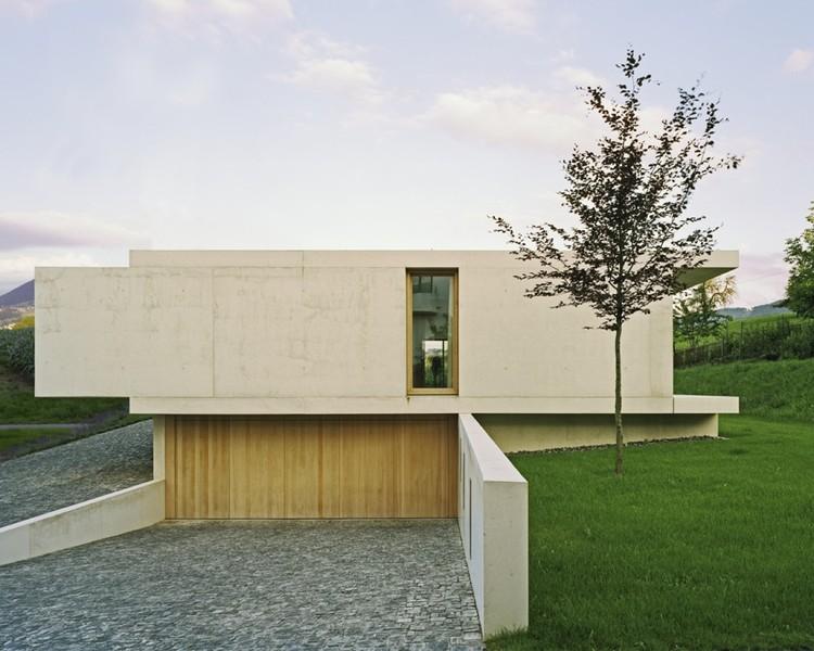 Vivienda en Zimmerberg Bottom / Rossetti + Wyss Architekten, © Jürg Zimmermann