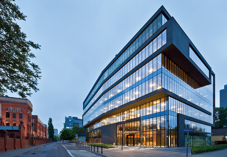 Edificio de oficinas en la calle grzybowska grupa 5 for Arquitectura de oficinas