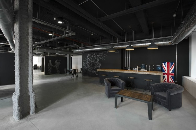 Wayra estudio qa archdaily for Oficina ups madrid