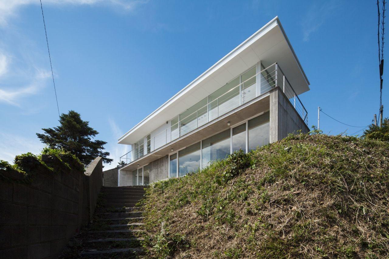 House Overlooking the Strait / Keisuke Kawaguchi + K2-Design, © Takahiro Shimokawa