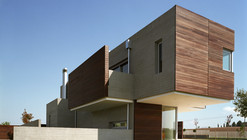 Residence in Larissa / Potiropoulos D+L Architects