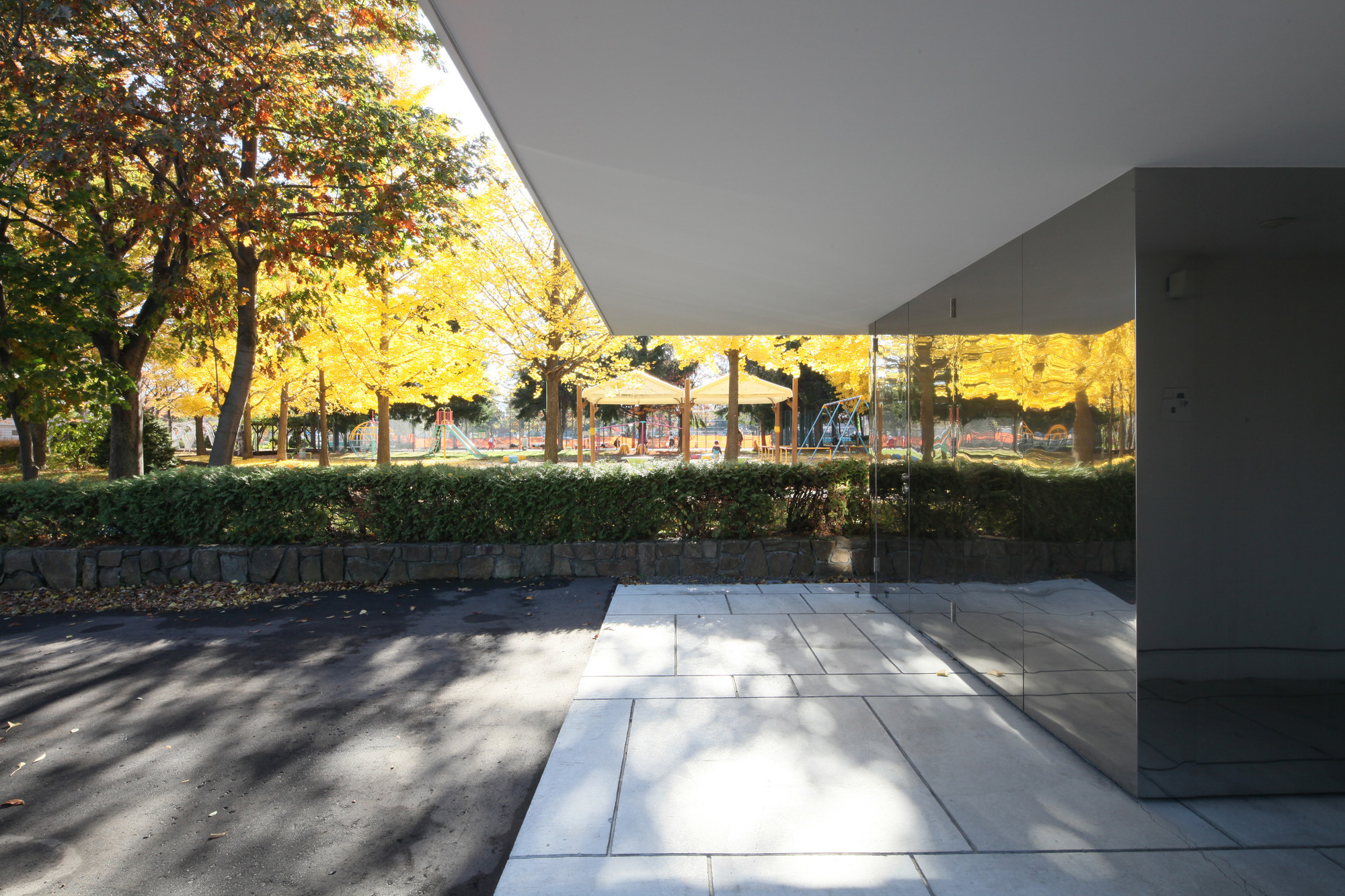 White Collage / Keikichi Yamauchi Architect and Associates