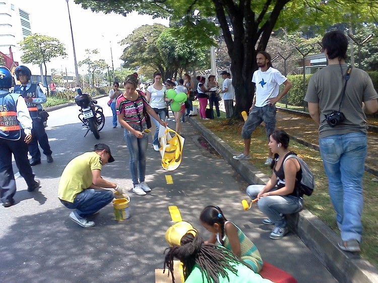 """""""Bicis por la Vida"""": Campanha por ciclovias na Colômbia, Cortesia de  siclas.blogspot.com"""