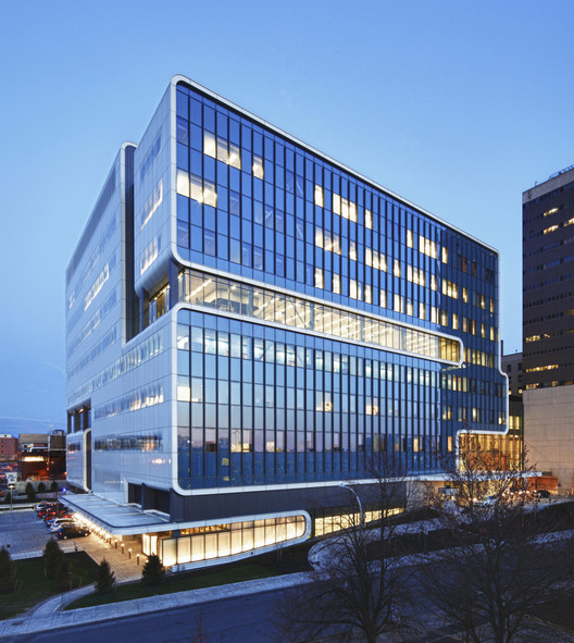 AIA Selects 12 Projects for National Healthcare Design Awards, Kaleida Health, Gates Vascular Institute and UB Clinical Translational Research Center; Buffalo, New York / Cannon Design © K C Kratt Photography