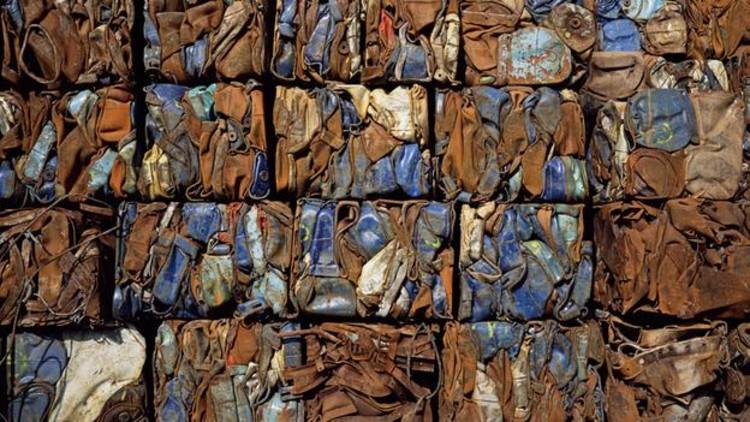 Pode o lixo ser usado para regenerar nossas cidades?, Trash Cubes © Science Photo Library via the BBC