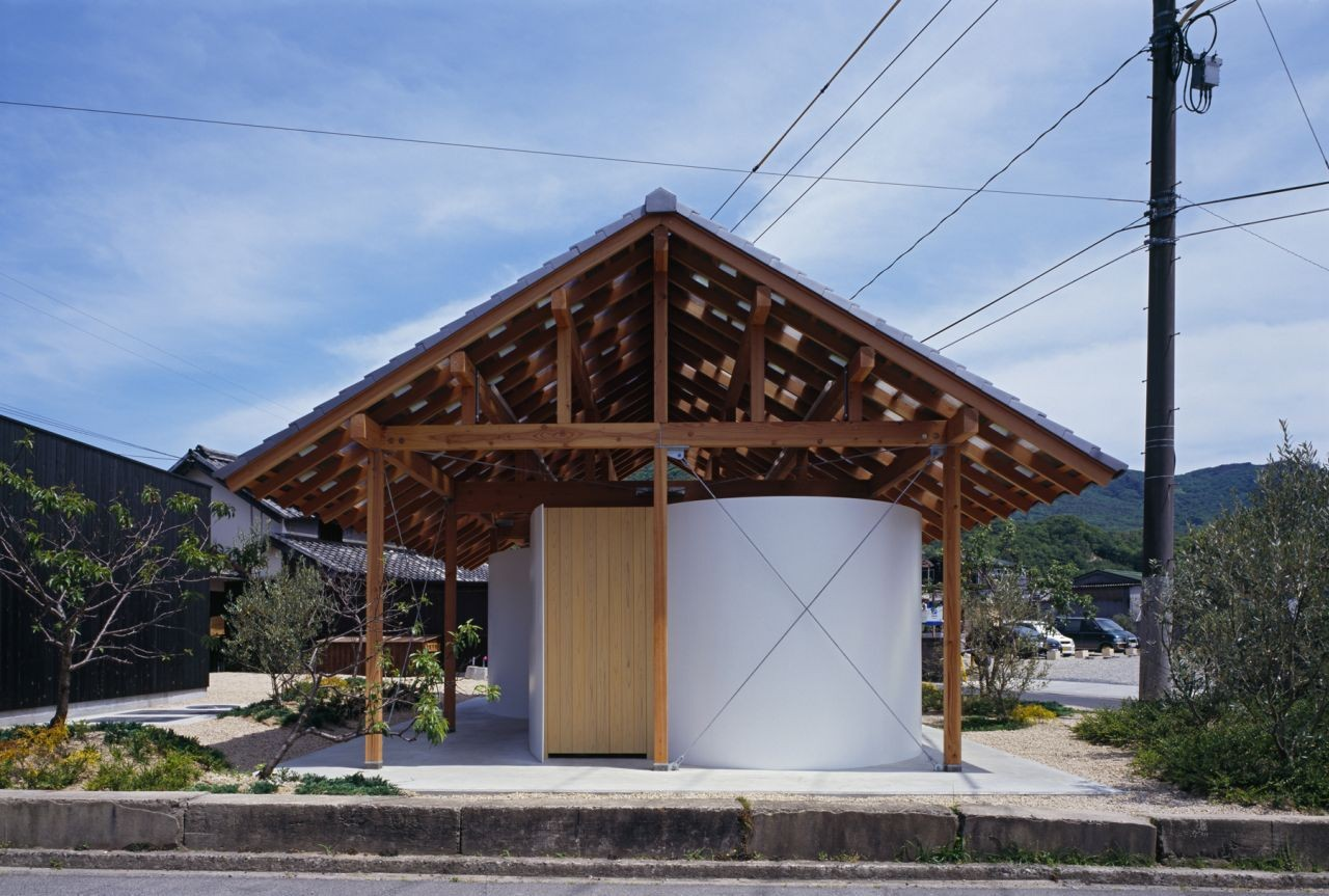 Hut with the Arc Wall / Tato Architects, © Ken'ichi Suzuki