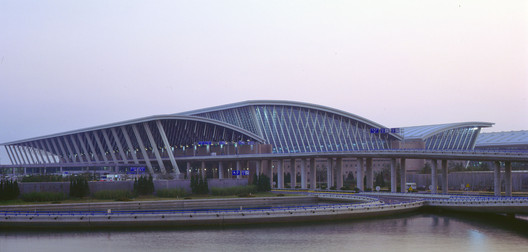 Aeropuerto Internacional Shanghai Pudong / Paul Andreu