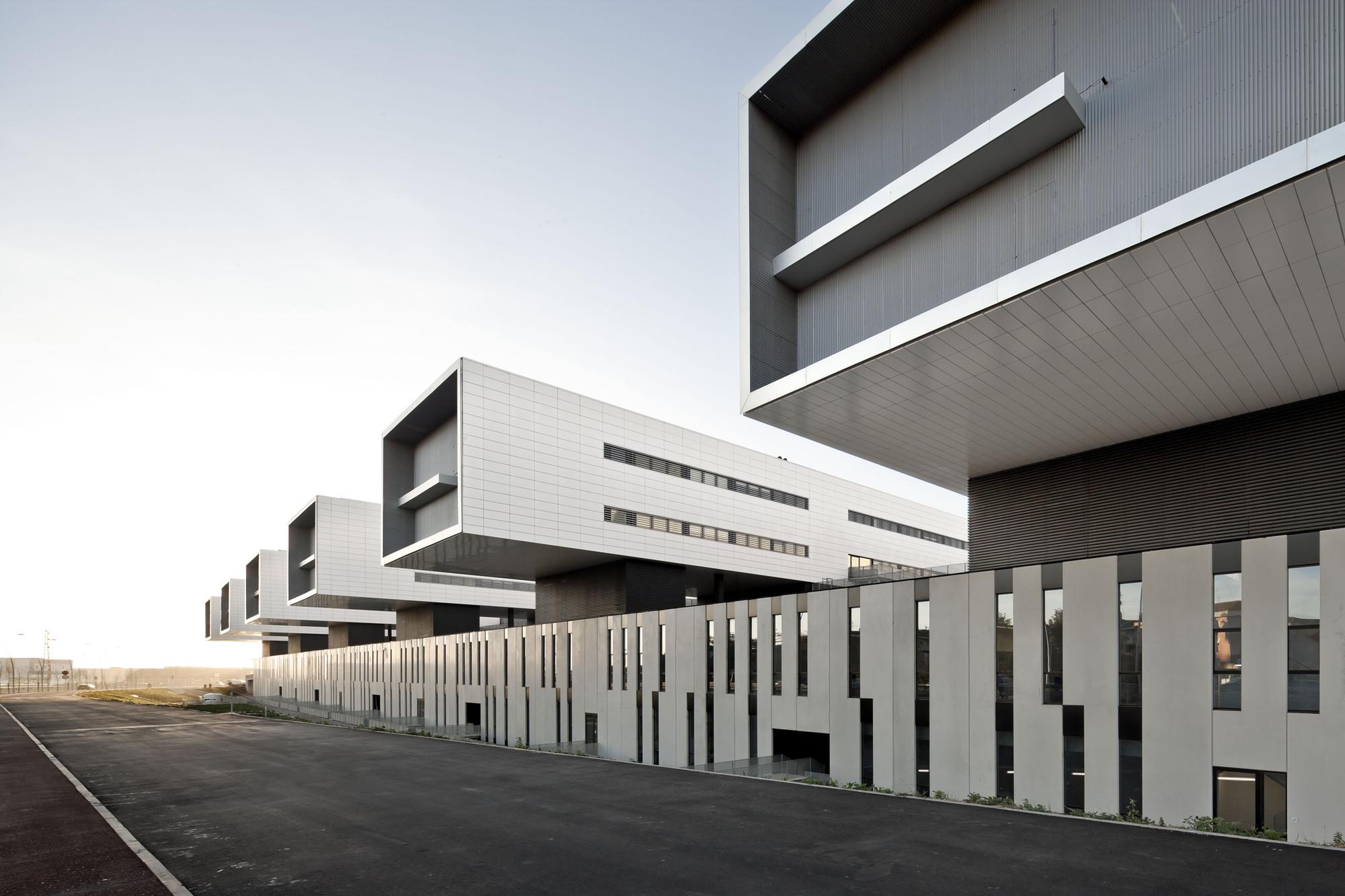 Gallery of sant joan de reus university hospital pich for Cursos de arquitectura uni