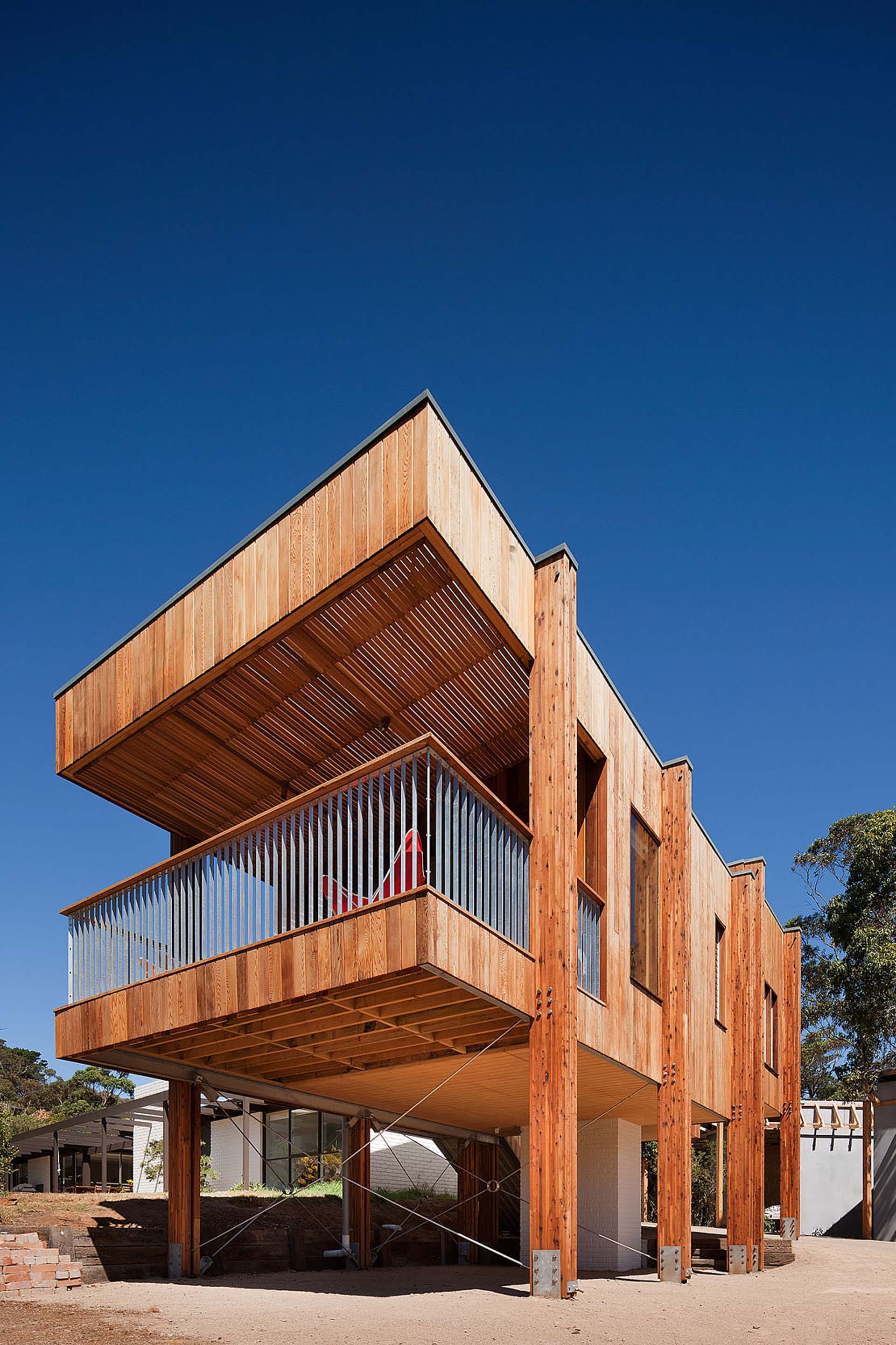 Beach House / Clare Cousins
