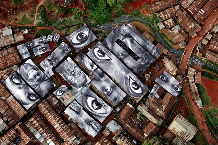 """""""Inside Out Project"""": Retratos em espaços públicos que expressam a identidade das comunidades, Kênia"""