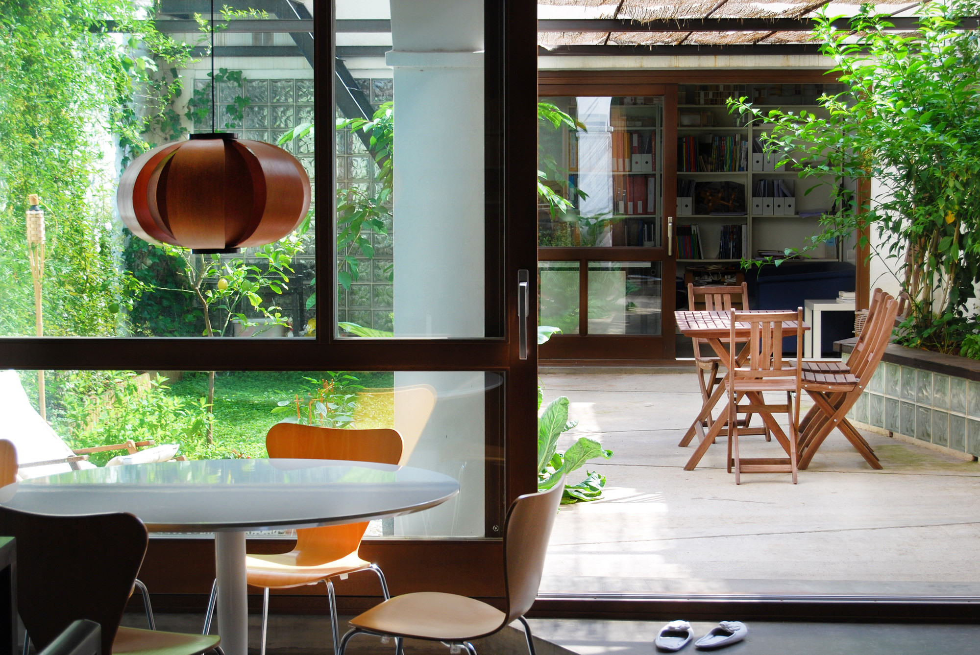 Patio House patio-house in gracia / carles enrich | archdaily