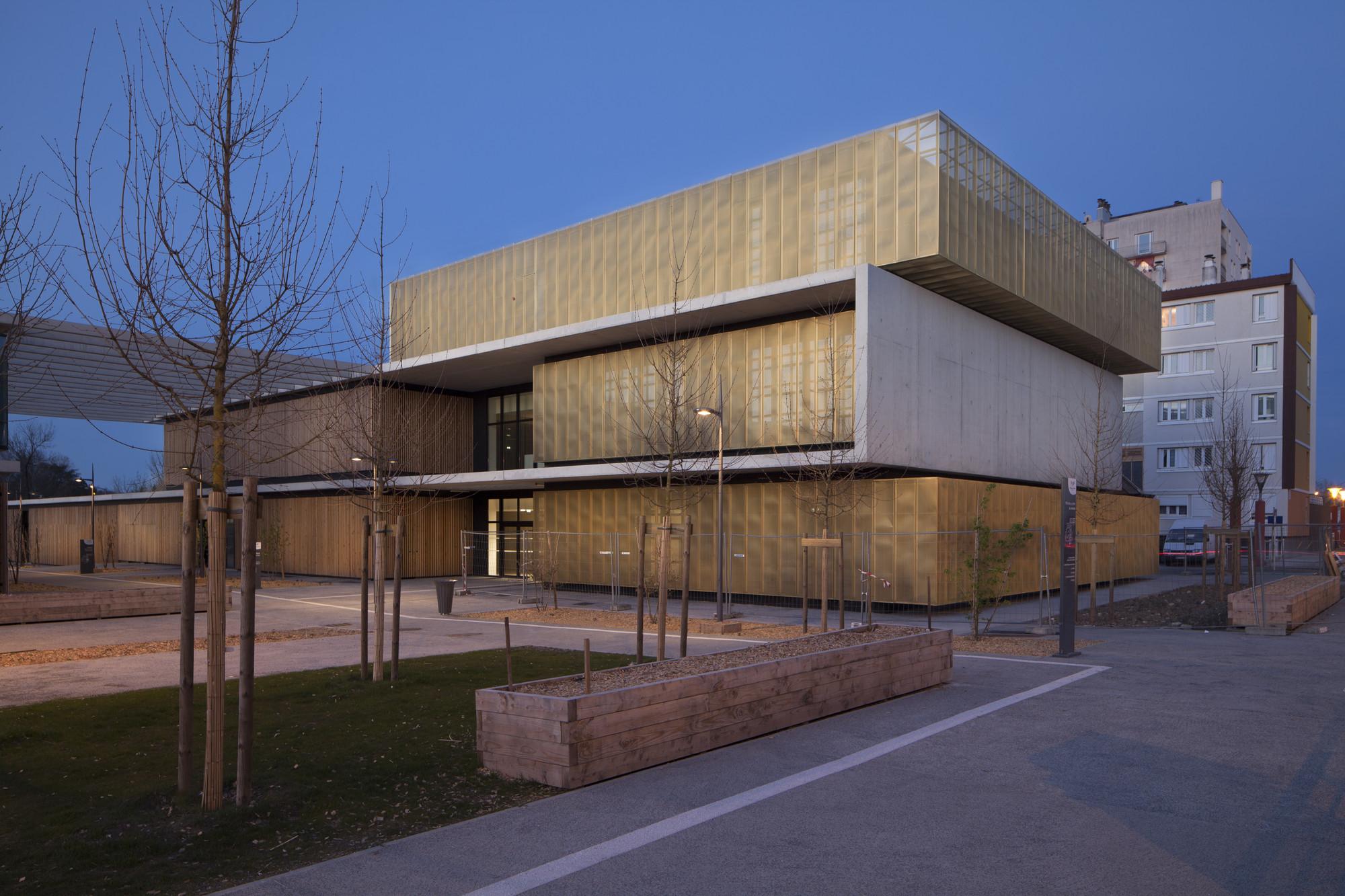 Centro Cultural, Educativo y Escuela / Marjan Hessamfar & Joe Vérons Architectes