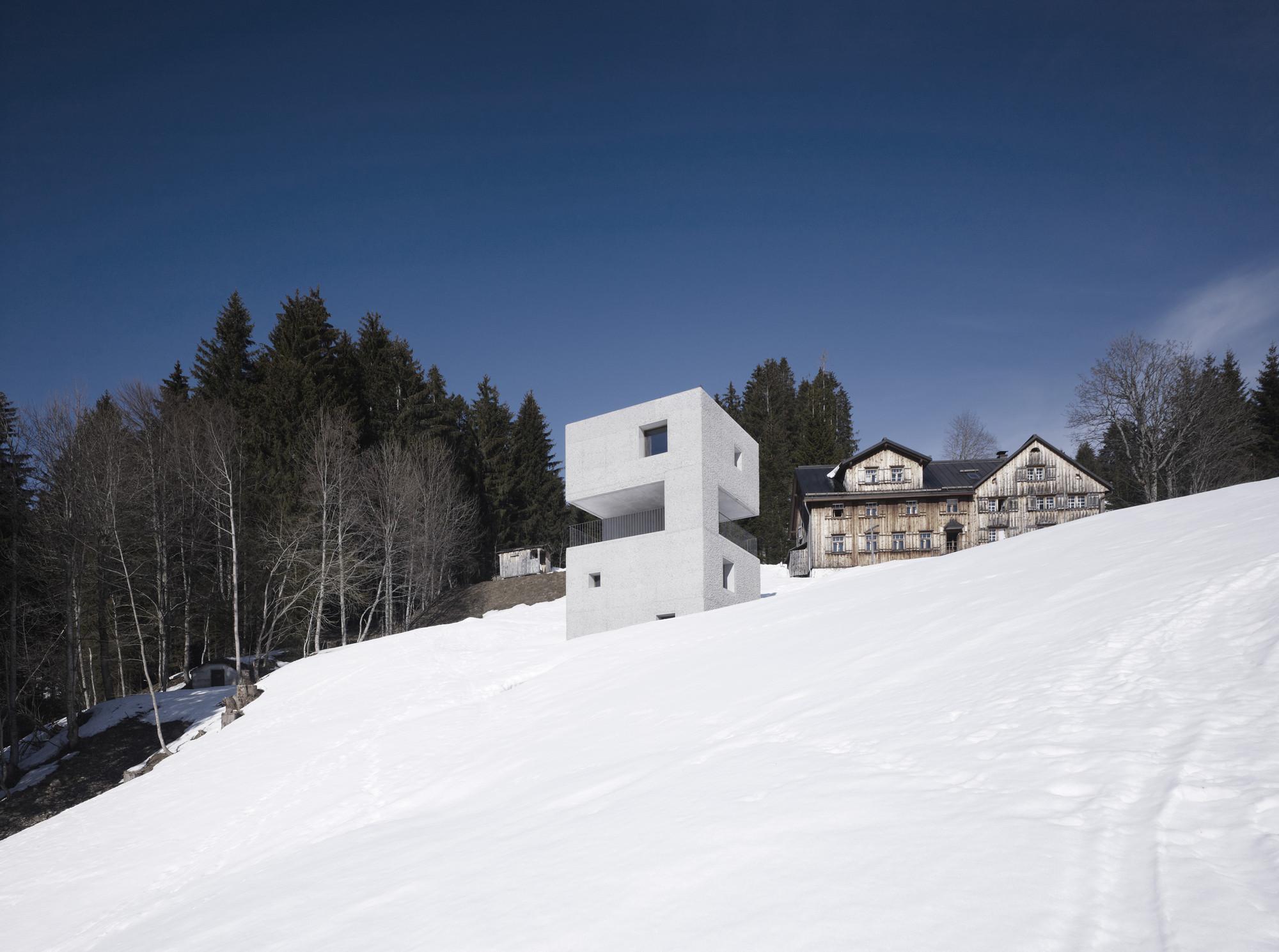 gallery of mountain cabin marte marte architekten 9. Black Bedroom Furniture Sets. Home Design Ideas