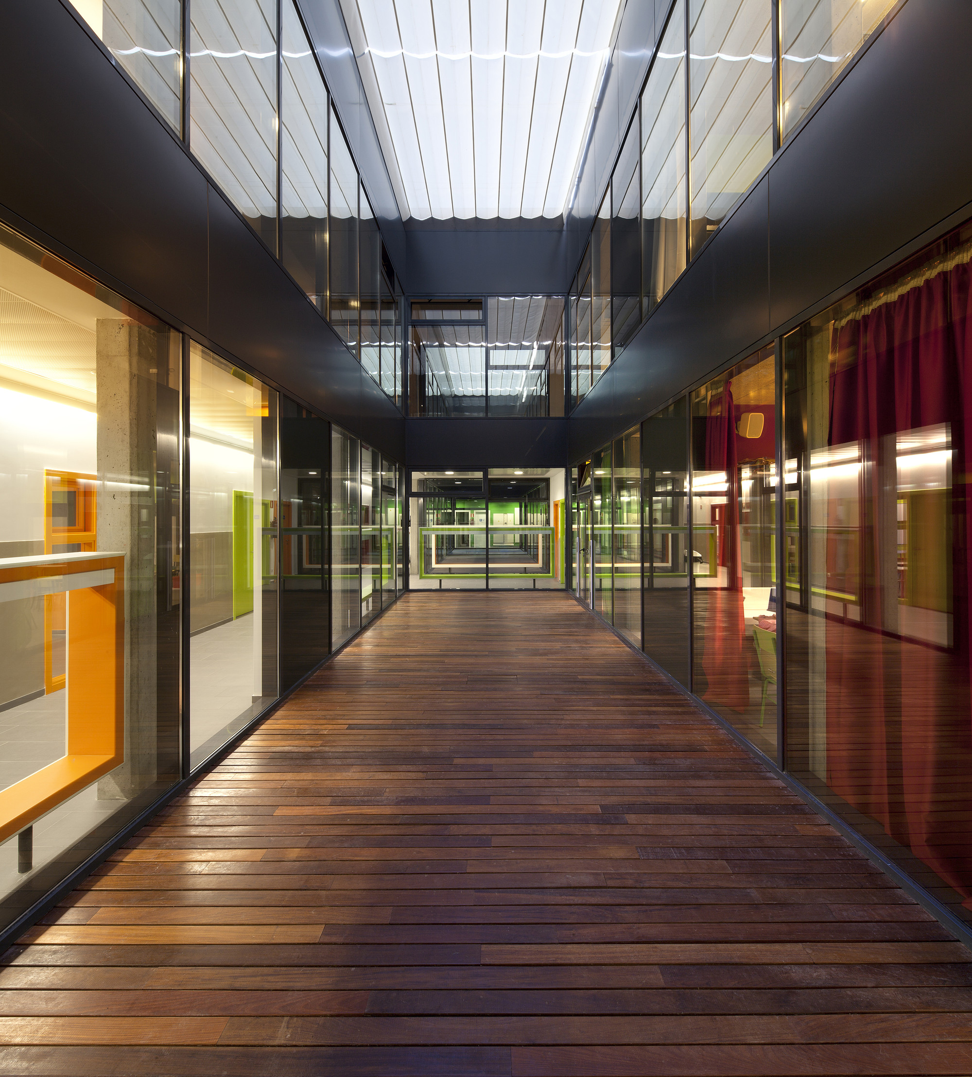 Gallery of french school saint exup ry flint 2 - Escuela de decoracion de interiores ...