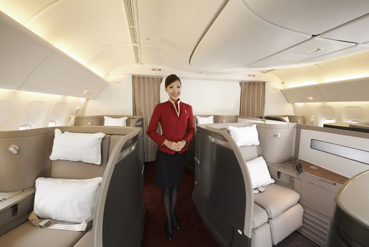 Foster + Partners projeta cabine de avião de primeira classe, First Class Cabin designed by Foster + Partners. © Steve Wong