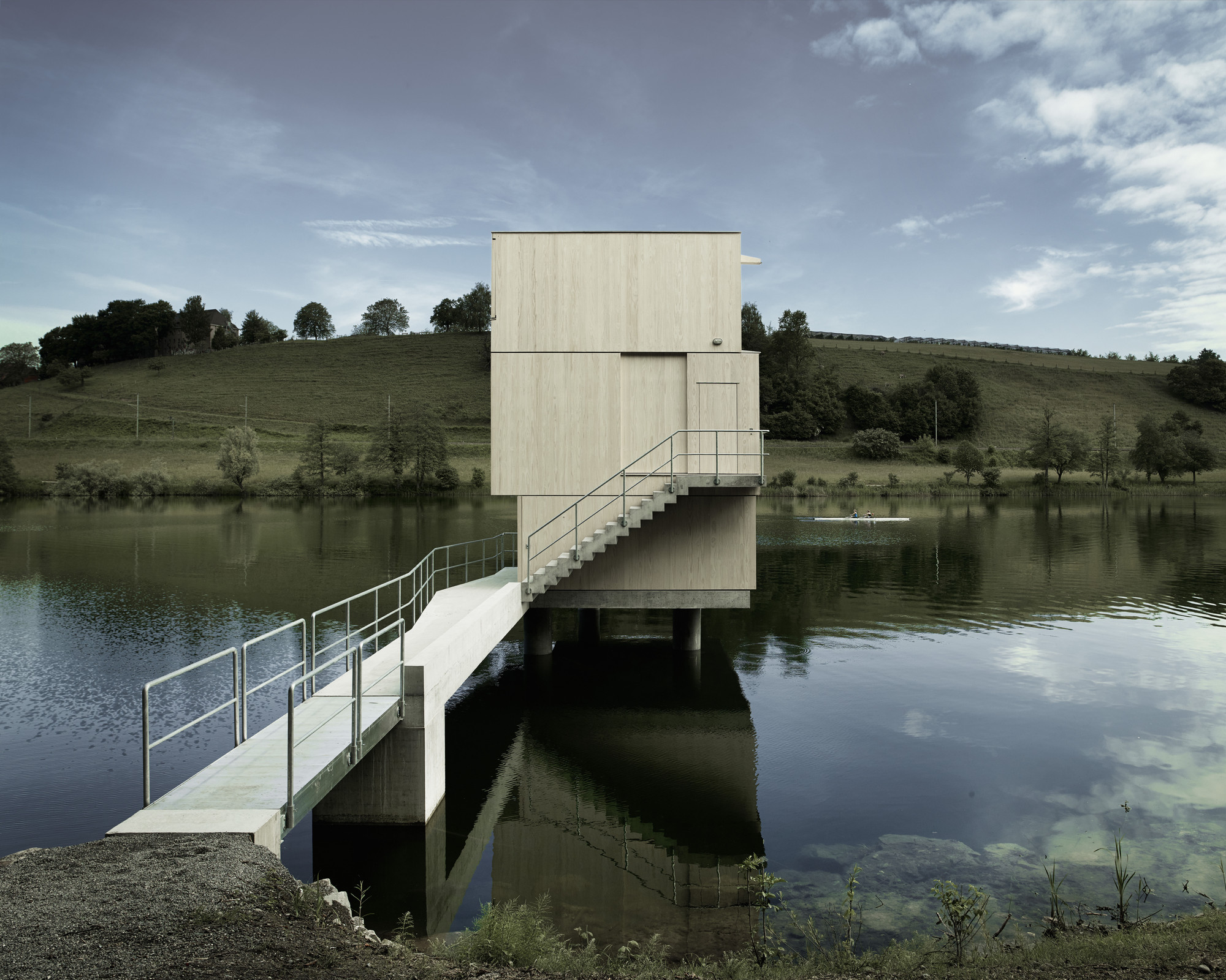 Lake rotsee refuge afgh archdaily for Architecture nature