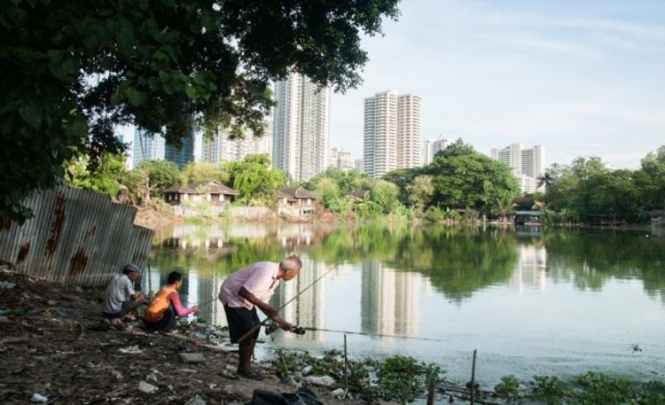 O último espaço verde em Bangkok: mais edifícios ou um parque?