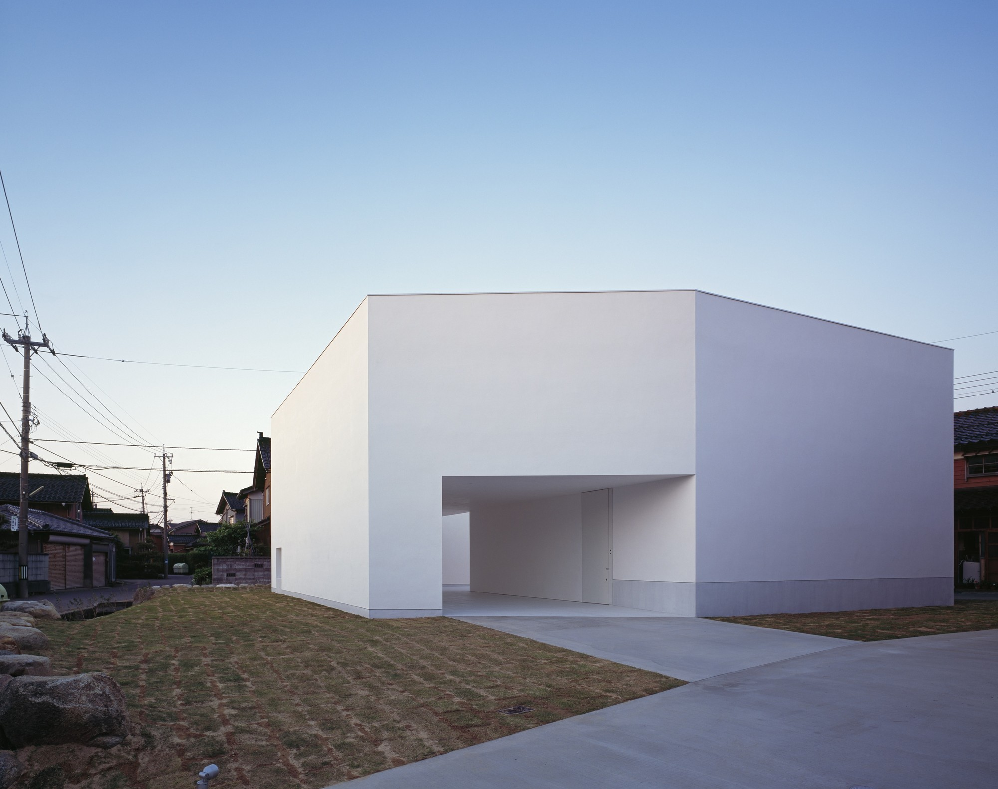 White cave house takuro yamamoto architects archdaily for Architecture design of white house