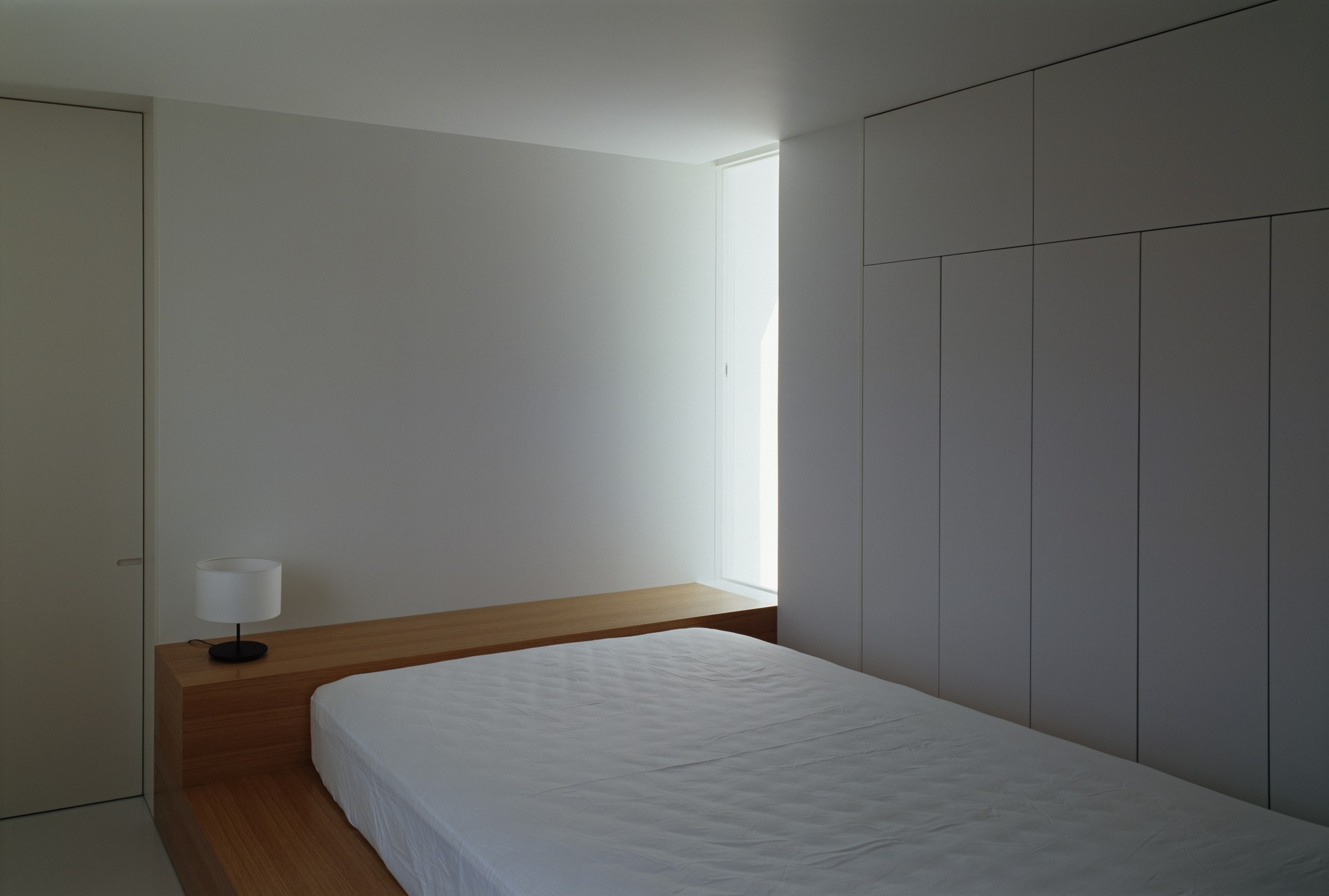 gallery of white cave house takuro yamamoto architects 12. Black Bedroom Furniture Sets. Home Design Ideas