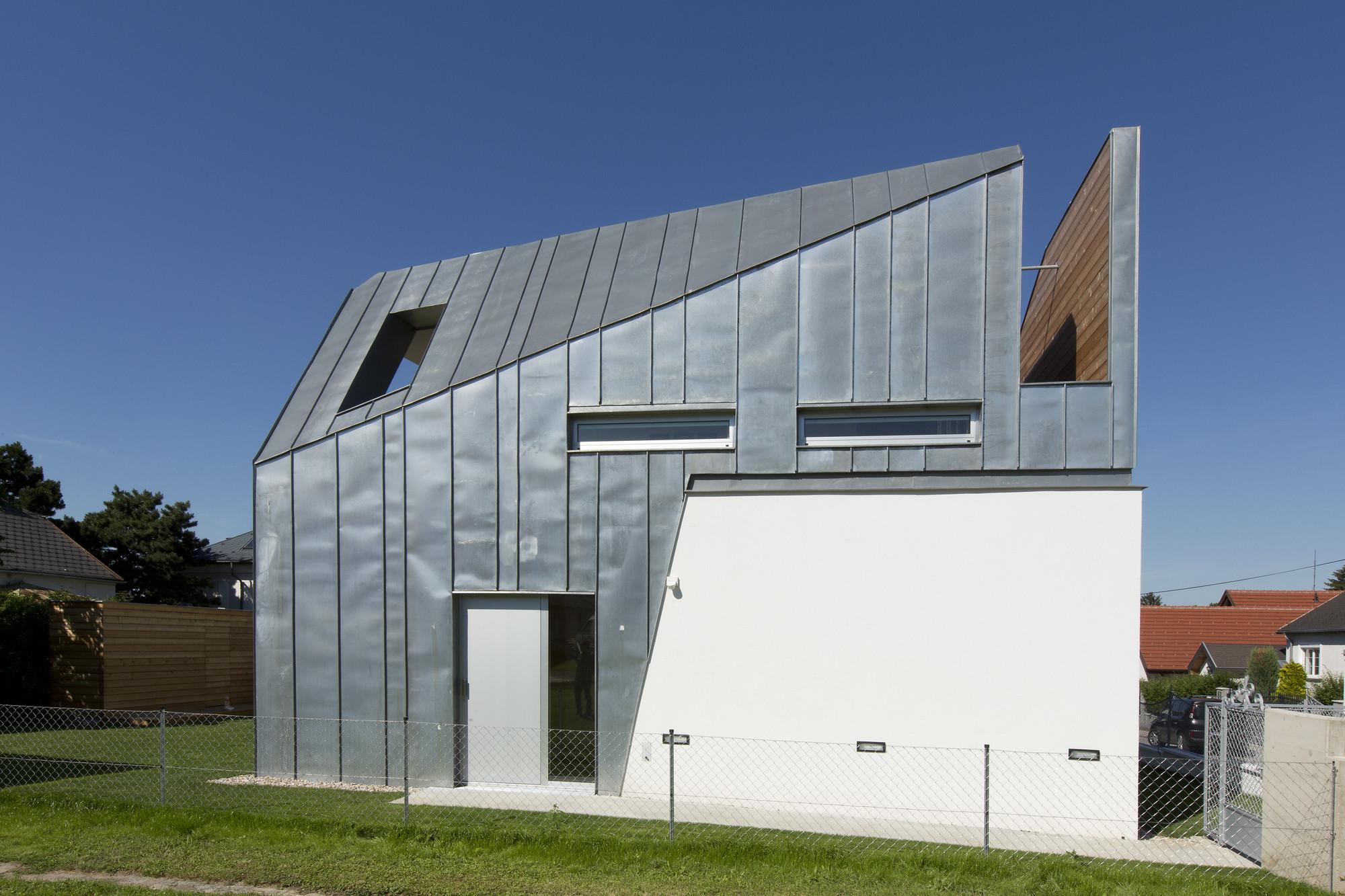 House W / LOSTINARCHITECTURE, © Mischa Erben