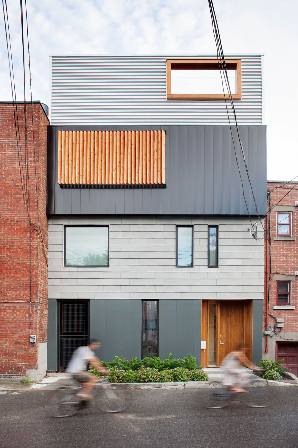 Stacked House / NatureHumaine